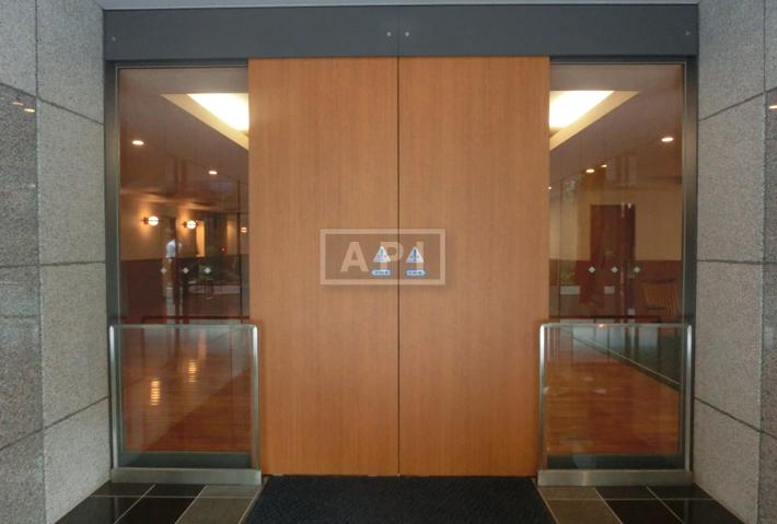 Entrance | AOYAMA DAIICHI MANSIONS Exterior photo 03