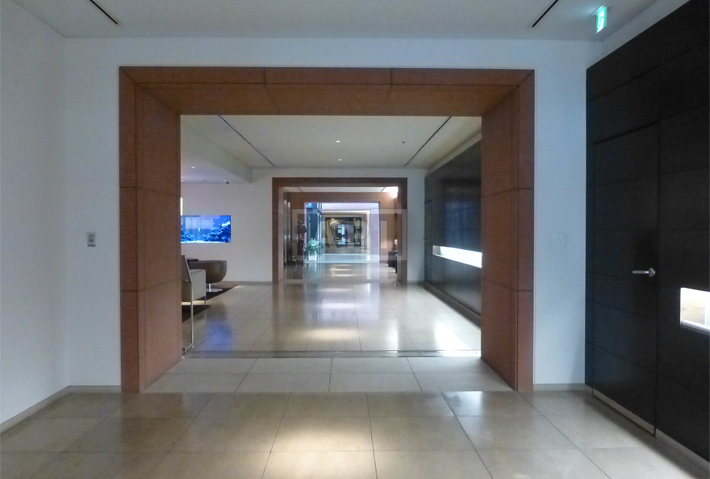 Sharing Hallway | ROPPONGI HILLS RESIDENCE C TOWER Exterior photo 06