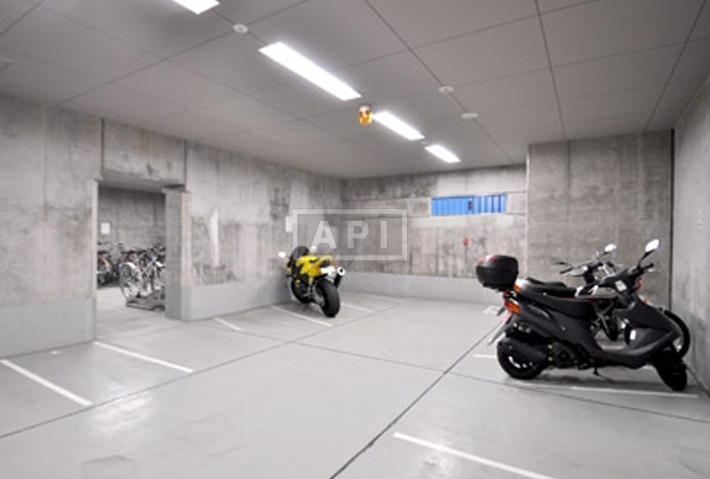 Motorbike Parking   KITANOMARU SQUARE THE TERRACE Exterior photo 12