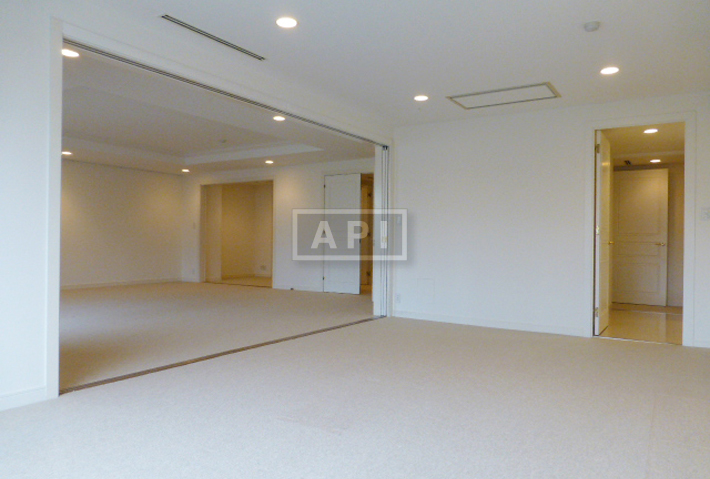 Living Dining  area  | OMOTESANDO COURT Interior photo 02
